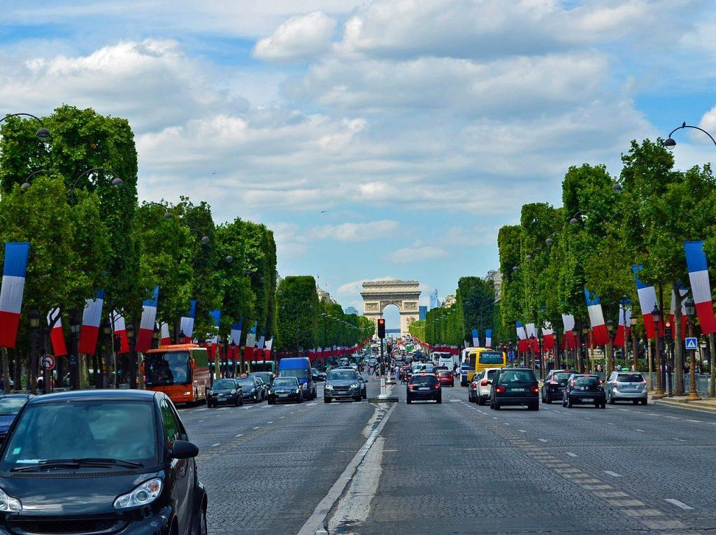 International courier service delivery to Paris
